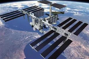 美宇航员太空行走为国际空间站换电池