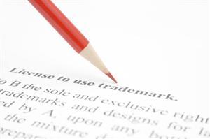 签署了商标许可合同,如果违约该承担哪些责任?