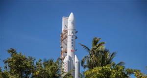 長征五號遙四運載火箭垂直轉運至發射區 計劃擇機實施我國首次火星探測任務