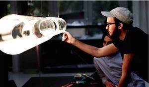 德国发明神奇玻璃灯!只有灯管没有灯泡,照样也能亮!