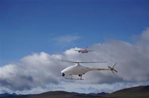 我国首款高原无人直升机AR-500C在稻城亚丁机场完成首飞