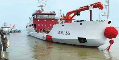 """我国首艘具有破冰功能的大型航标船""""海巡156""""轮在武汉下水"""