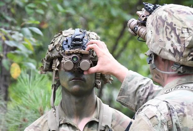 """美军发布新型夜视仪~晚上作战像""""开挂""""打游戏一样!"""