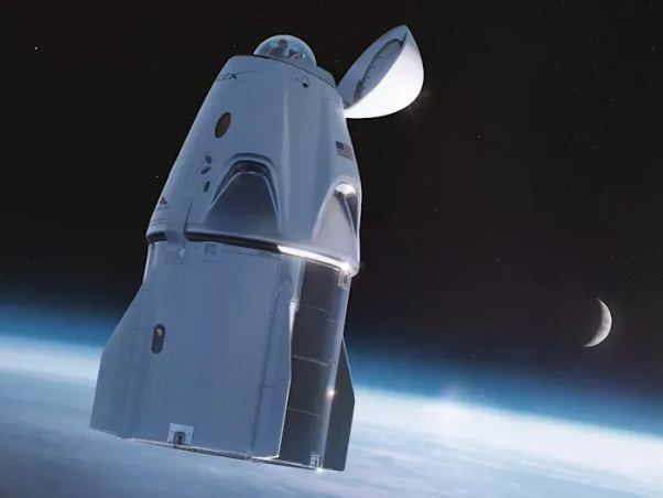 SpaceX首次全民用太空游成功返回地球,龙飞船海上溅落